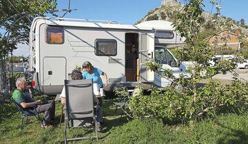 60 Stellflächen, zeitgemäße Ausstattung, Restaurant, kleiner Supermarkt und mehr: Camping Legjenda.