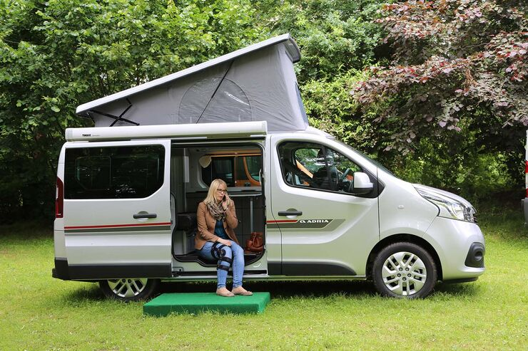 adria active 2017 campingbus auf renault trafic promobil. Black Bedroom Furniture Sets. Home Design Ideas