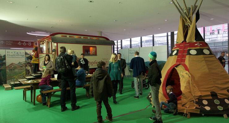 Auf der CMT erhielt die Ferienanlage Hofgut Hopfenburg im Biosphärengebiet Schwäbische Alb die Ecocamping-Auszeichnung.