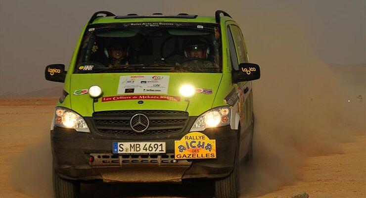 Bei der weltweit einzigen Frauen-Wüstenrallye hat ein Daimler-Team im Vito 4x4 gewonnen