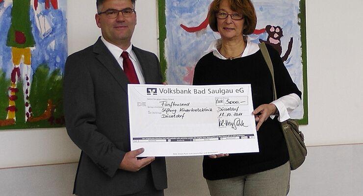 Carthago möchte die Stiftung Kinderkrebsklinik in Düsseldorf unterstützen und hat deshalb 5.000 Euro gespendet