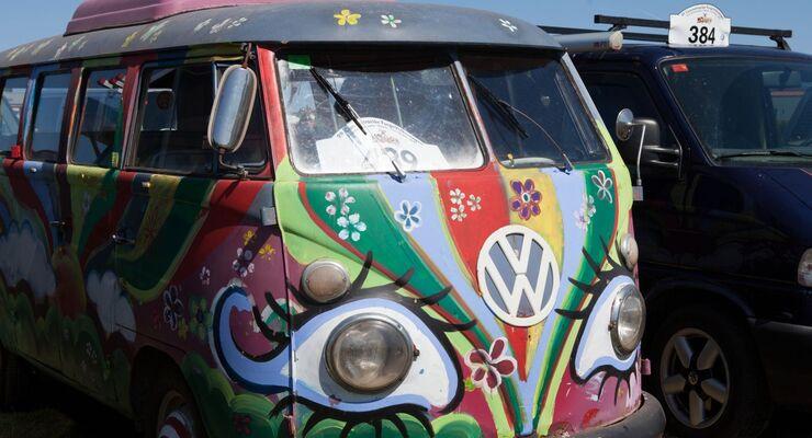 Der Strand von Sant Pere Pescador wird vom 14. – 16. Juni zum Eldorado der Windsurf-Elite und der Freunde des VW-Bulli.