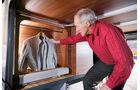 Ein zweiter Kleiderschrank fuer Sport- oder Reserverjacken.