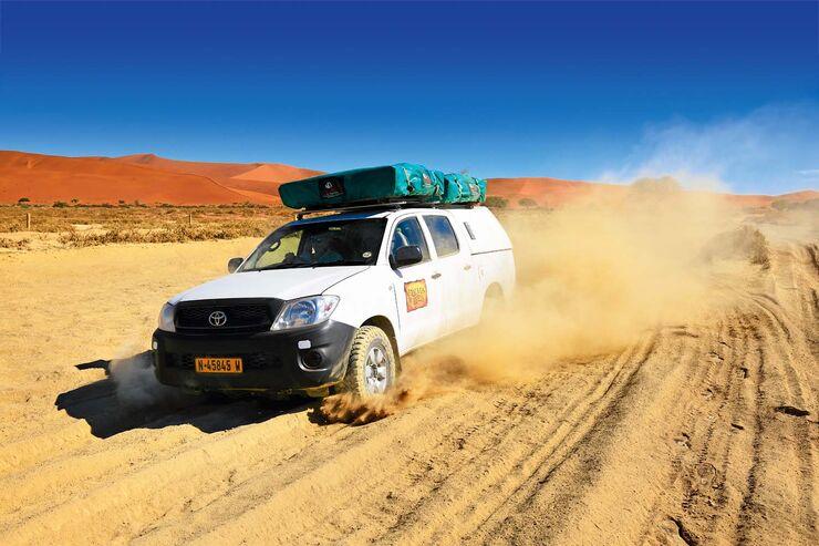 Geländewagen auf dem Weg zum Dead Vlei in Namibia