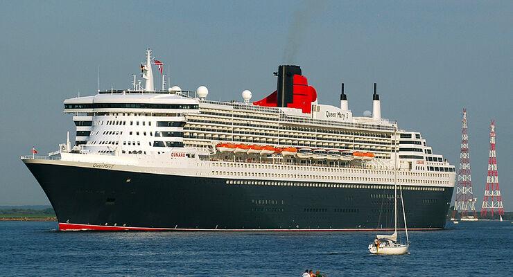 Hansestadt Stade: Reisemobilisten begleiten das Kreuzfahrtschiff Queen Mary 2