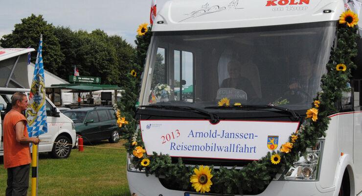 In diesem Jahr werden vom 24. bis 27. Juli rund 200 Wohnmobile auf dem Friedensplatz zur Wohnmobilwallfahrt erwartet. Höhepunkte sind die Wallfahtsgottesdienste soie die Prozession der Wohnmobile.