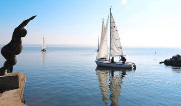 Kleine Segelflotte auf dem Kummerower See.