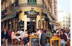 Malaga: Mittags und abends herrscht in der Altstadt großer Andrang auf die Tapasbars.