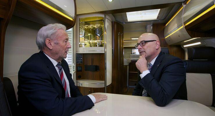 Schleswig-Holsteins Ministerpräsident Torsten Albig hat die Adventszeit dazu genutzt, das Hobby-Wohnwagenwerk zu besuchen.