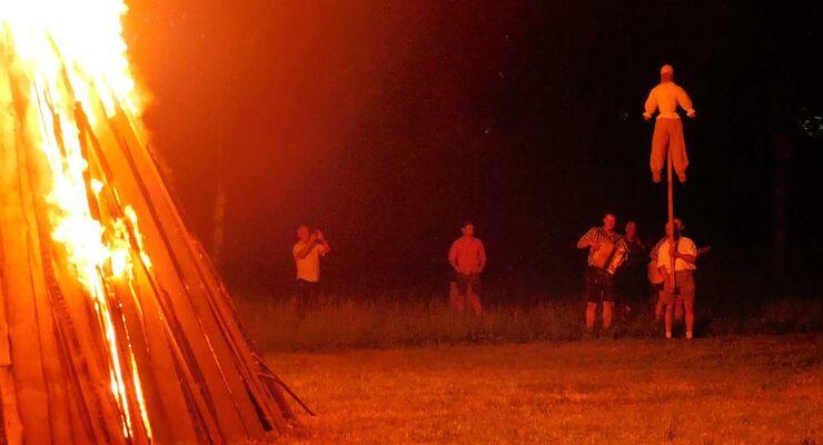 Sonnenwend-Feuer auf dem Campingplatz Arterhof