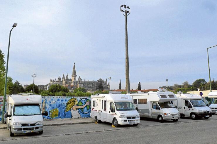 stellplatz tipp portugal area de servico autocaravans in batalha promobil. Black Bedroom Furniture Sets. Home Design Ideas