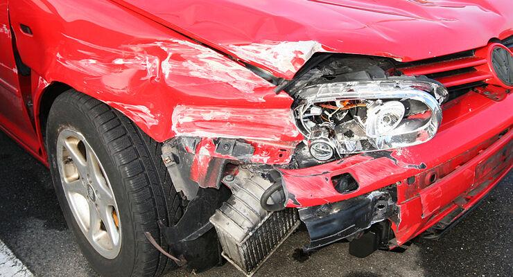 Unfallflucht kostet Führerschein: Zettel am Scheibenwischer reicht nicht aus