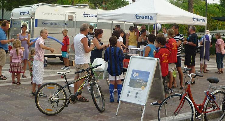 Vom 20. bis 27. Juli 2011 stellt Truma auf vier Campingplätzen an der Adria seine neue Dachklimaanlage Aventa comfort vor